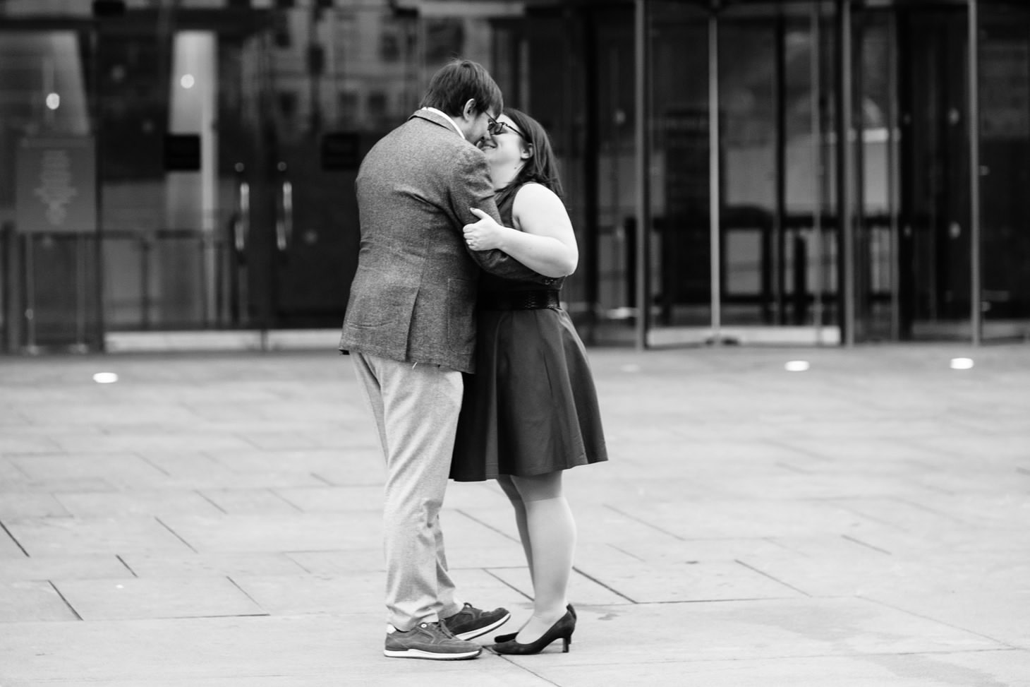 010-nyc-wedding-photographer-puppy-museum-of-natural-history-mud-coffee-fall-central-park-engagement.jpg