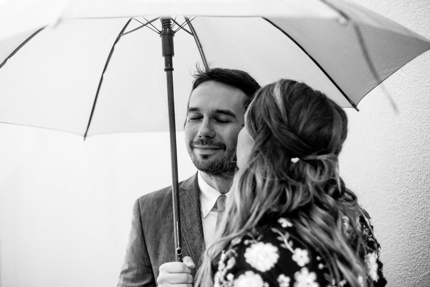 008-NYC-Intimate-Wedding-photography-SmittenChickens-city-hall-lauren-aaron.jpg