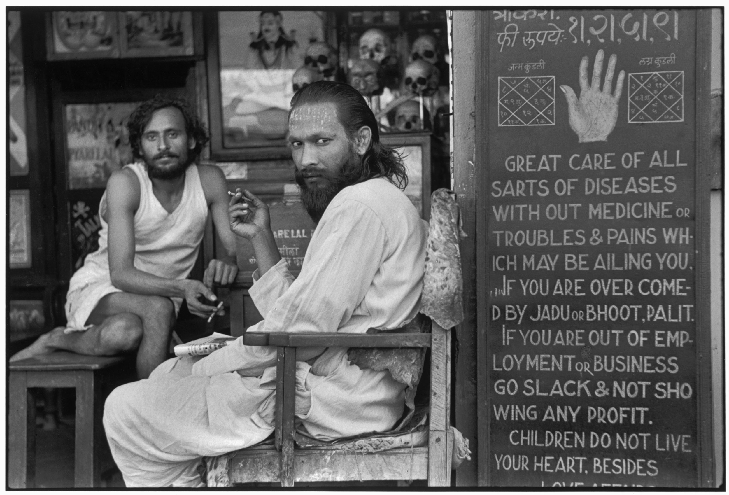An astrologer's shop in the mill workers' quarter of Parel Bombay, Maharashtra, India 1947. 35 x 52.5 cm. Courtesy of Rubin Museum of Art