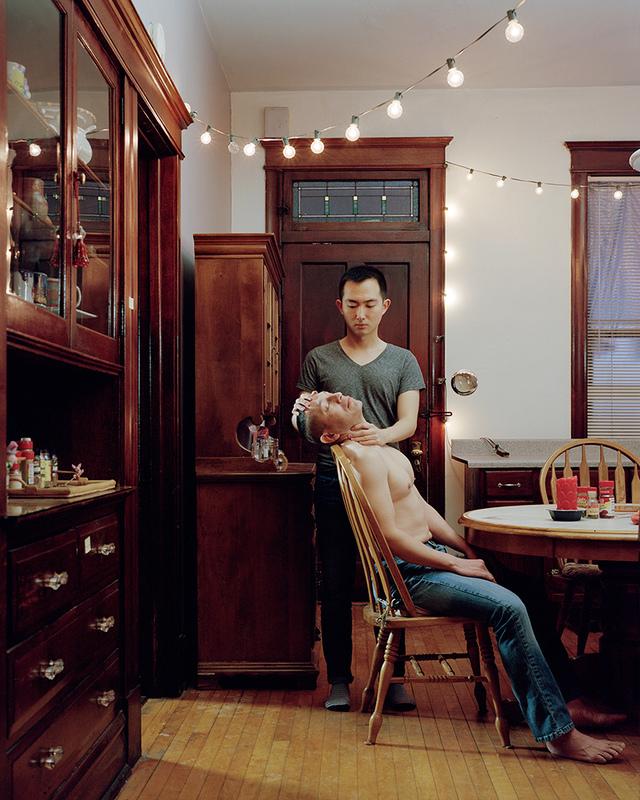Holding , 2015 © Guanyu Xu