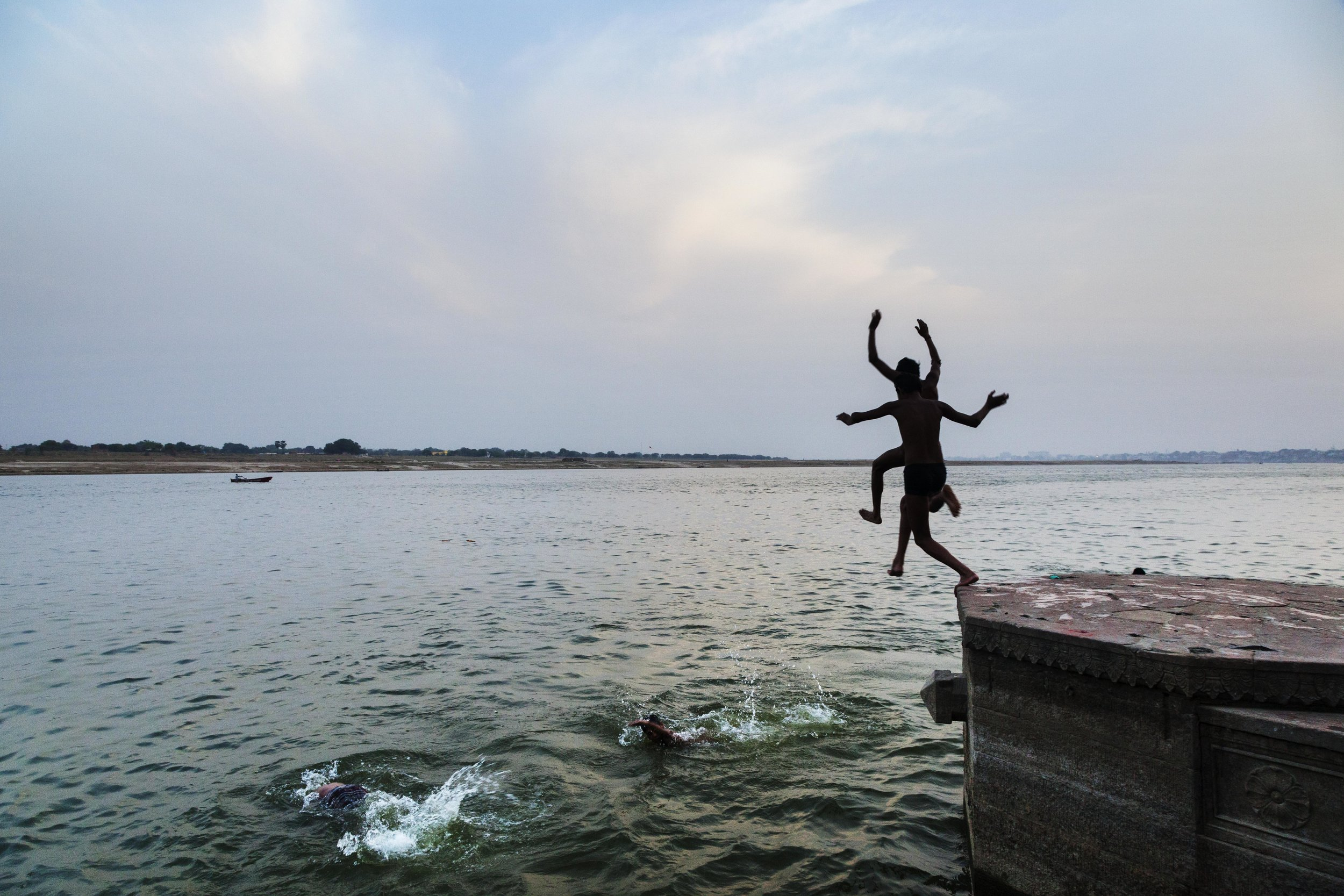 Atul Bhalla,  Leap from Panch Ganga , 2015. © Atul Bhalla courtesy of SepiaEYE.