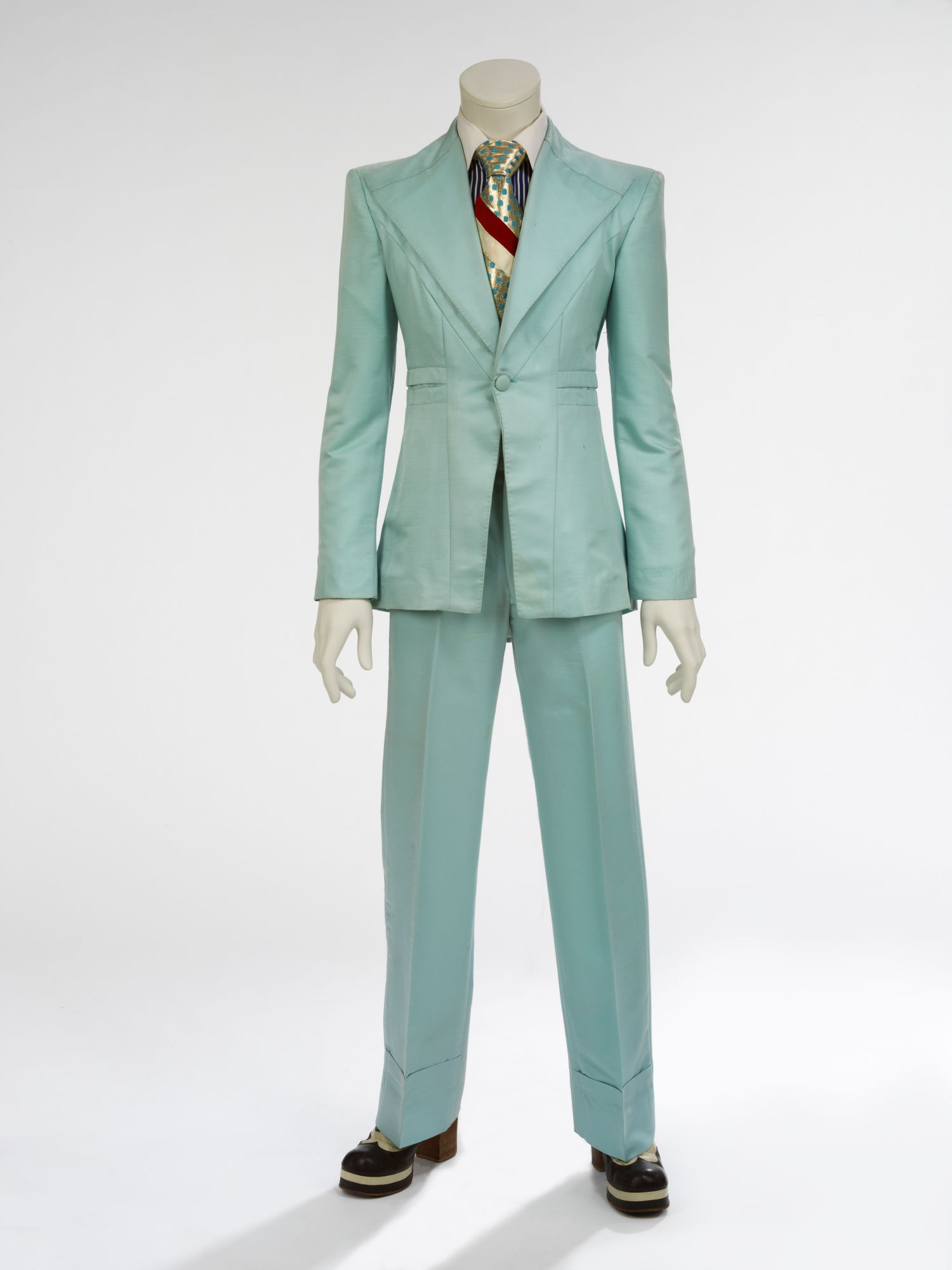 """Ice-blue suit, 1972. Designed by Freddie Burretti for the """"Life on Mars?"""" video. Courtesy of The David Bowie Archive. Image © Victoria and Albert Museum"""