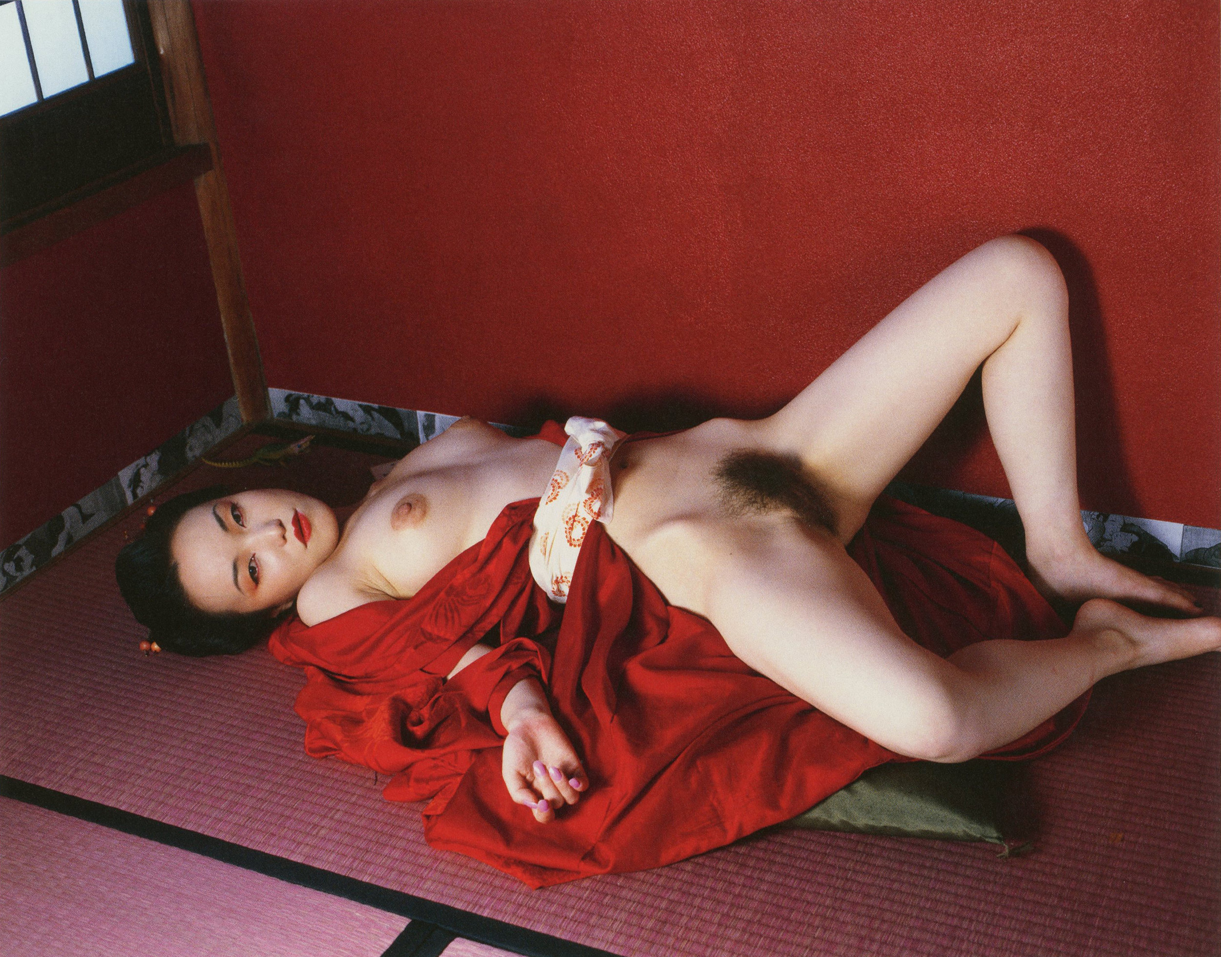 © Nobuyoshi Araki,  Komari from L'Amant d'aout (Suicide in Tokyo), 2002  Courtesy of Private Collection