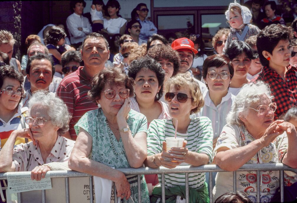 Crowd Waiting, 1986 -  Courtesy of MACK and Euqinom Gallery