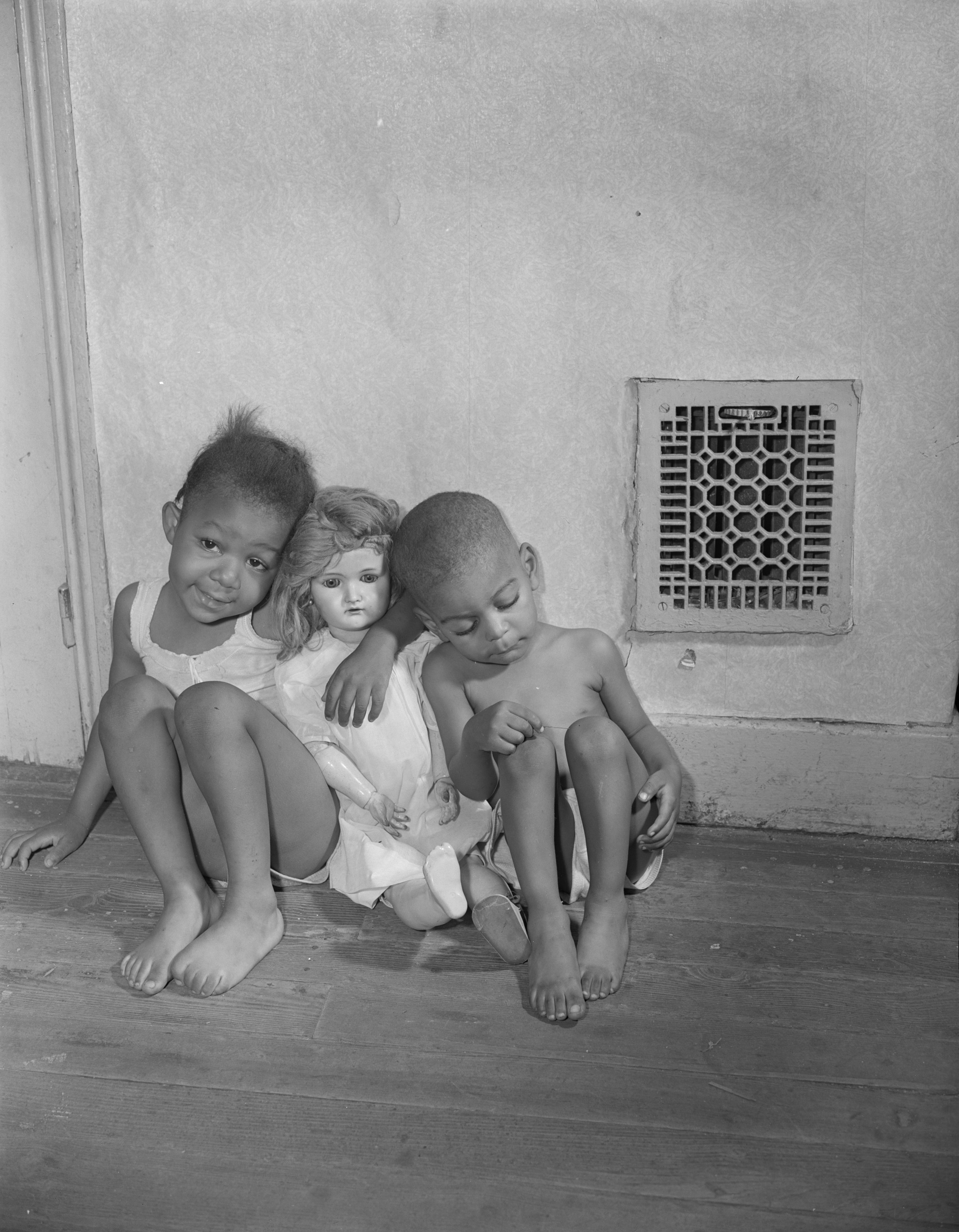 Grandchildren of Mrs. Watson. 1942 © Gordon Parks