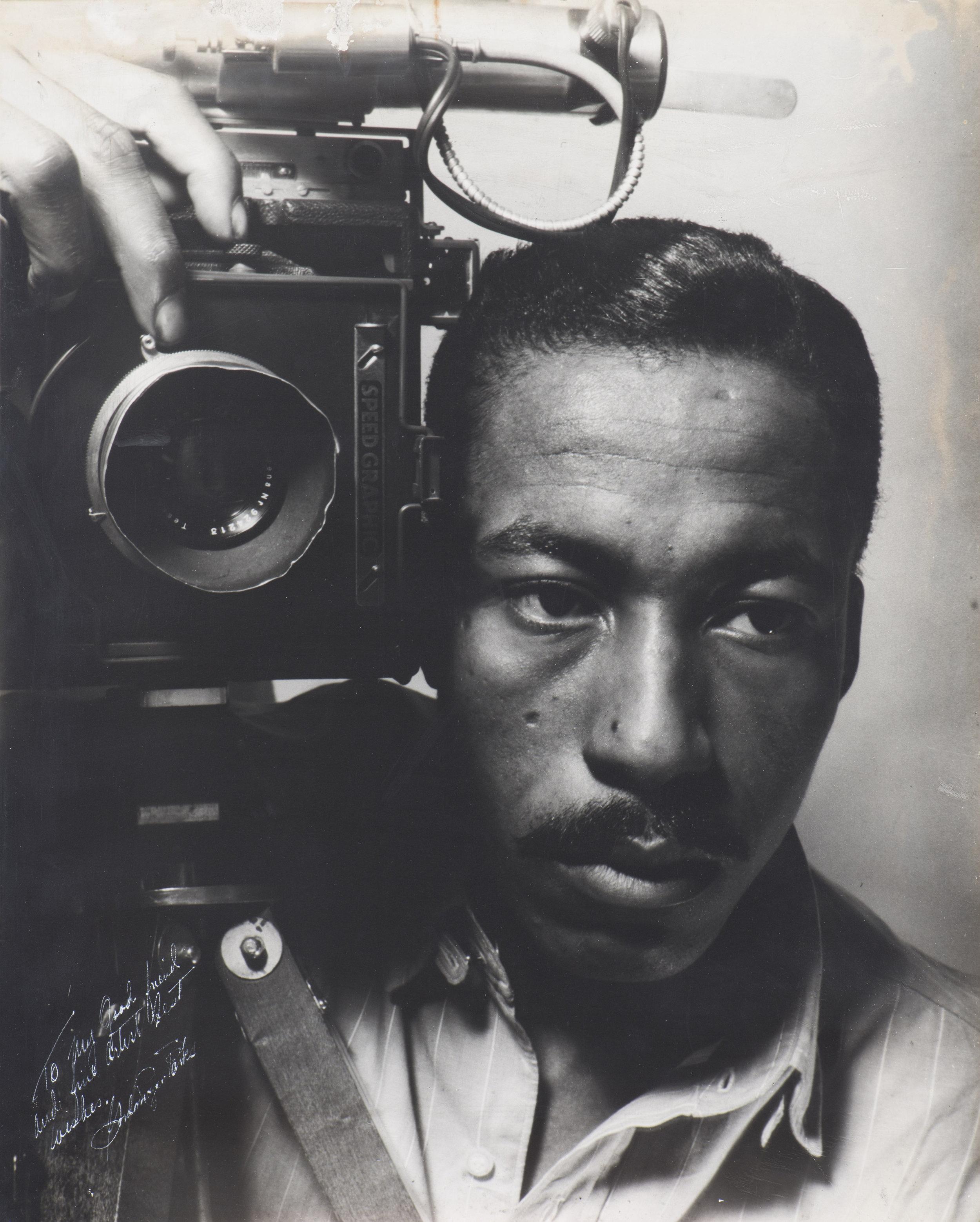 Self-portrait. 1941 © Gordon Parks