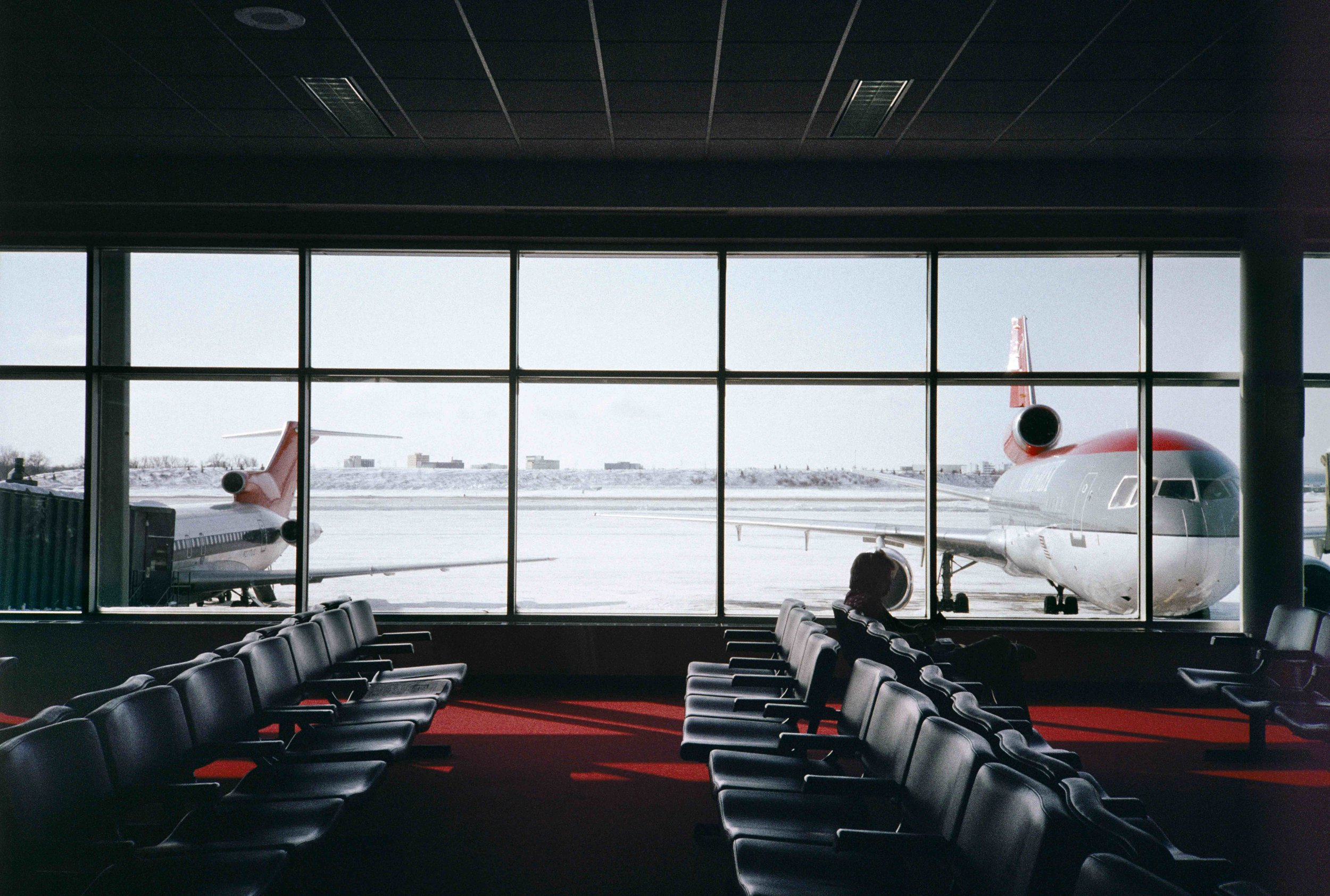 Martha Rosler, Minneapolis, 1991, from the series In the Place of the Public: Airport Series, 1983–ongoing, color print Artwork © Martha Rosler; image courtesy of the artist and Mitchell-Innes & Nash, New York