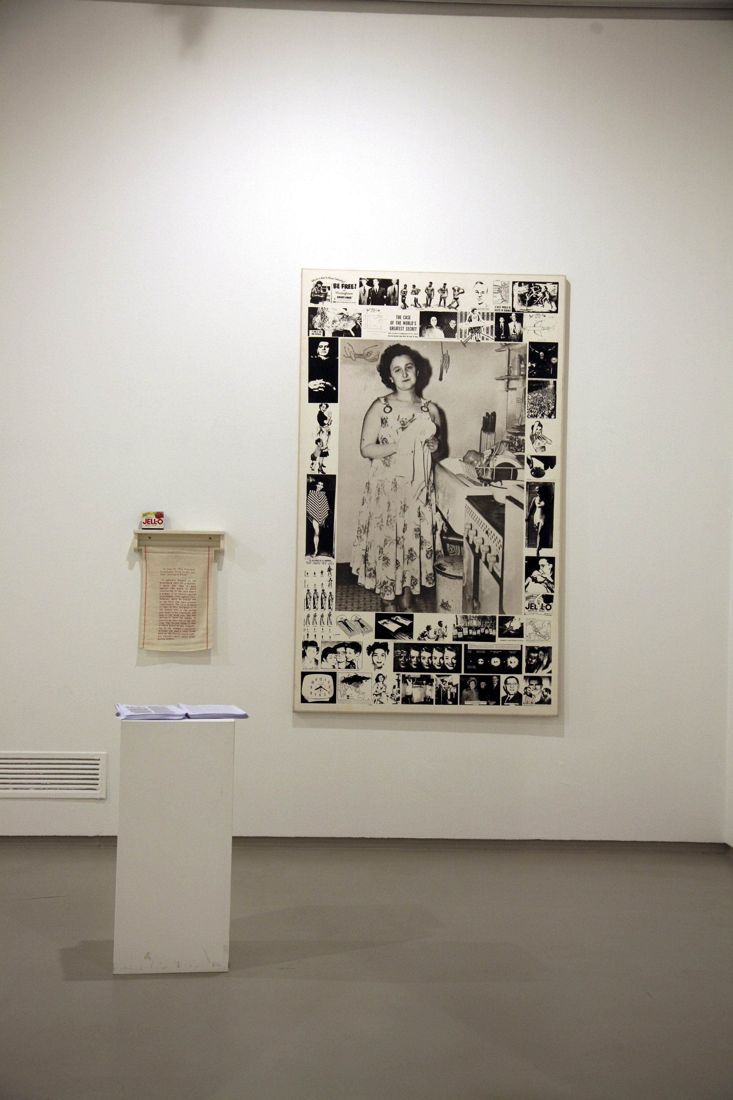 Martha Rosler, Unknown Secrets (The Secret of the Rosenbergs), 1988, installation with screenprinted black-and-white photographs on canvas, wooden towel rack with stenciled towel and Jell-O box, and printed text handout. Artwork © Martha Rosler