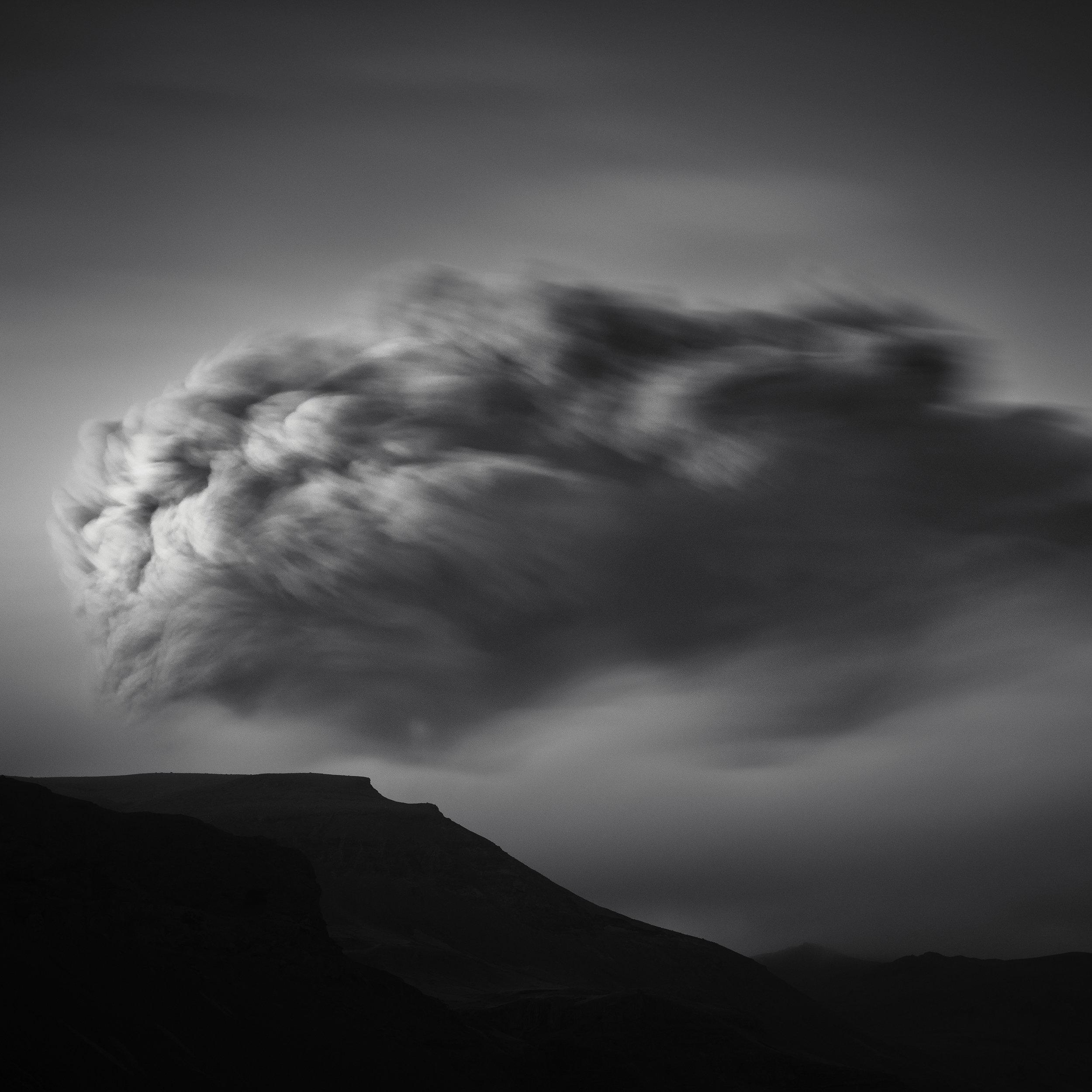 © Eirik Holmøyvik, Last light on the Eyafjallajökull ash plume, South Iceland 2010