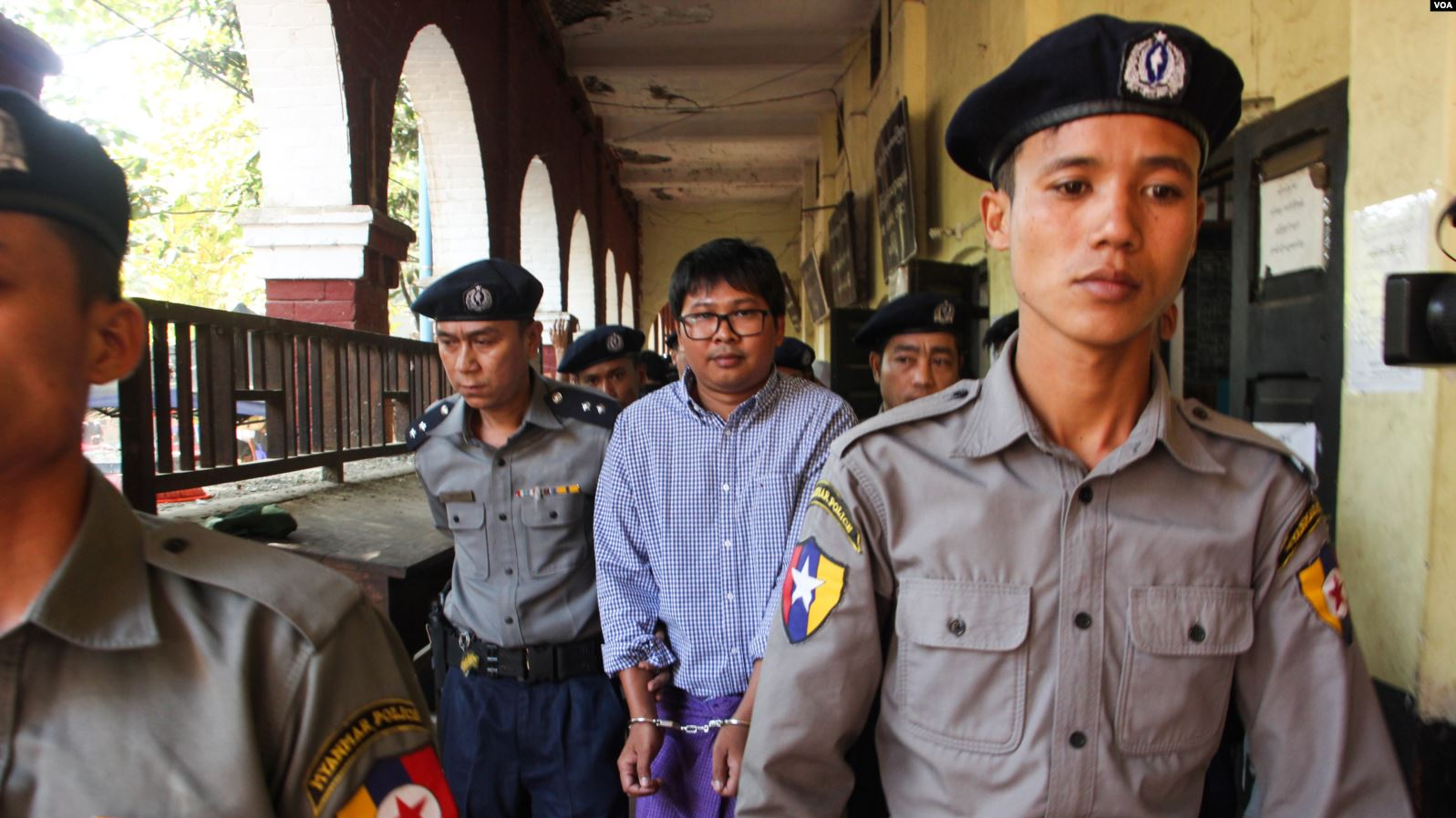 Police escort detained Reuters journalist Wa Lone. Courtesy Wikimedia Commons