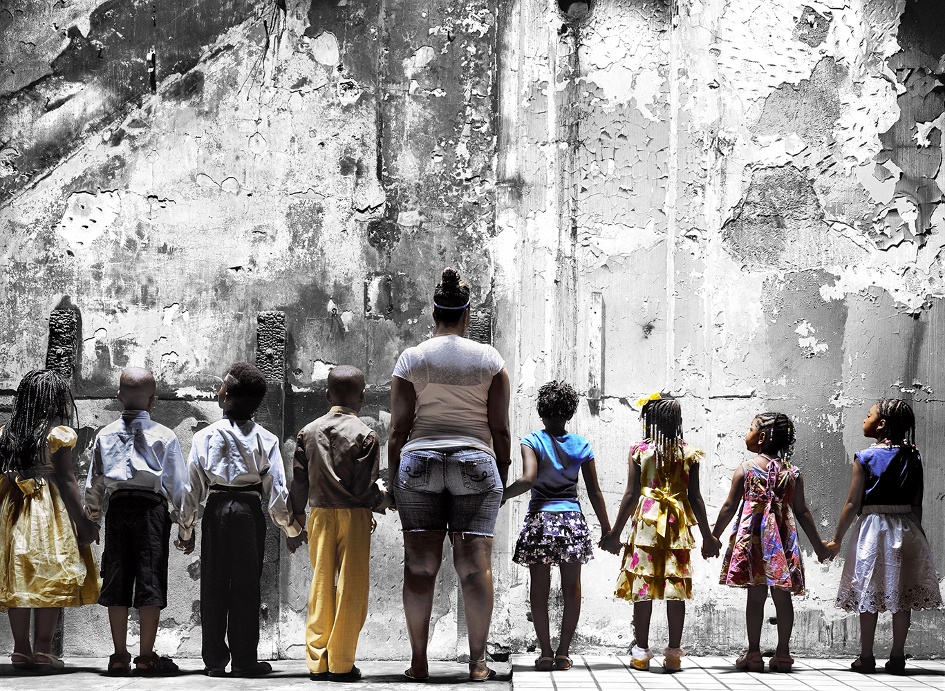 Wall with Children © Burk Uzzle