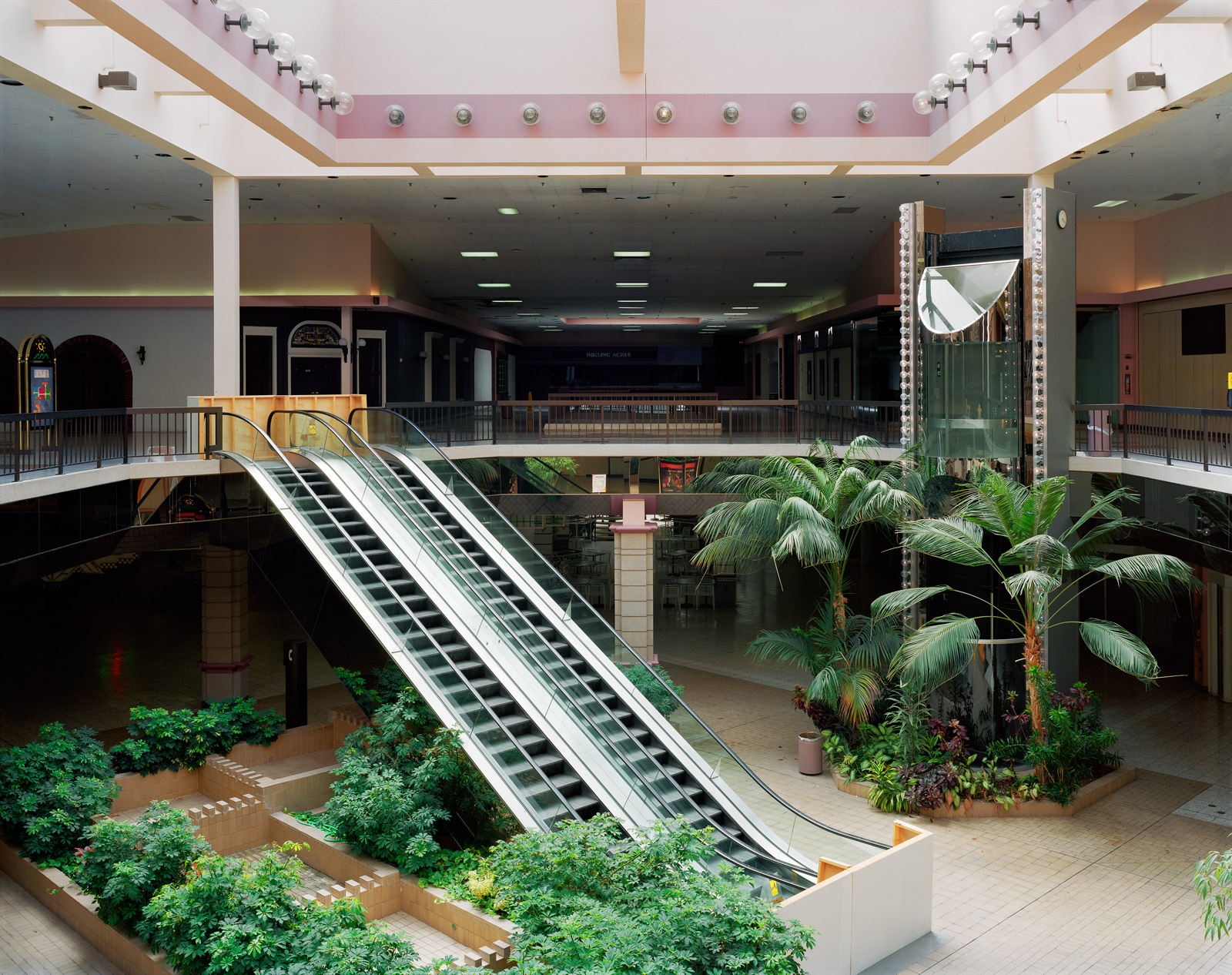 Rolling Acres Mall, 2008. © Brian Ulrich