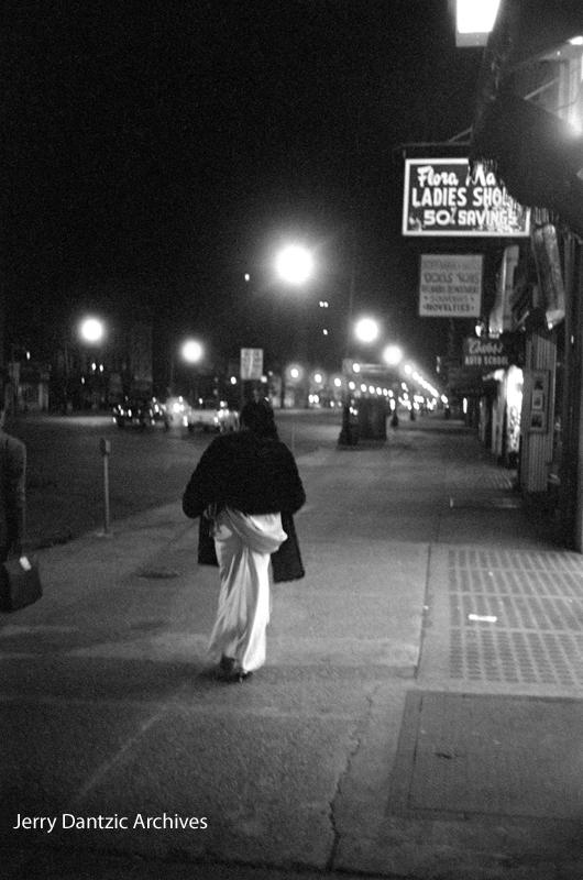 Billie on Broad Street after the gig. © 2017 Jerry Dantzic/Jerry Dantzic Archives. Courtesy Thames & Hudson