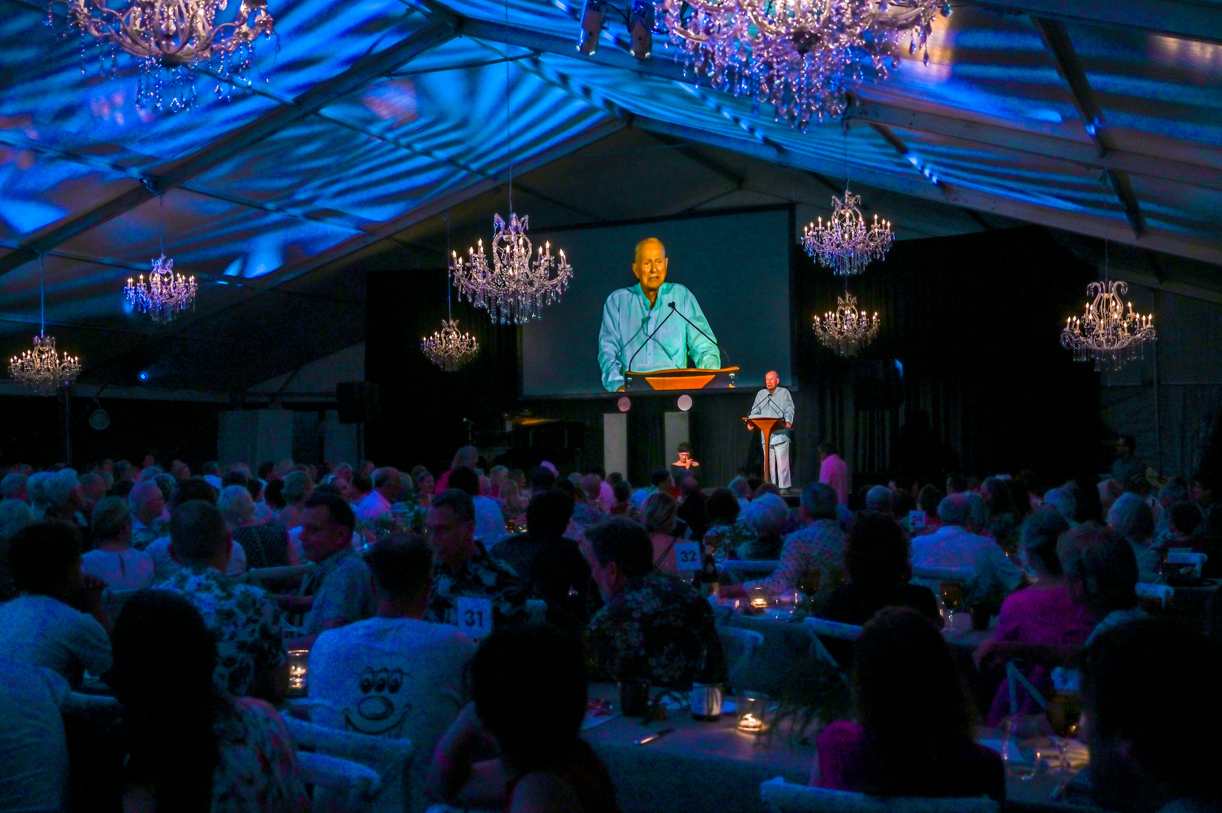 Jack Lenor Larsen during his dinner speech. © Federica Belli