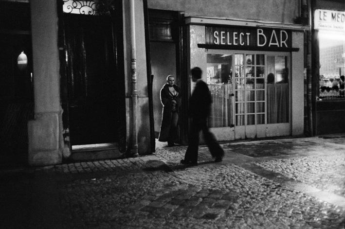 Blondine devant la porte, Rue des Lombards, Paris, 1976-1977