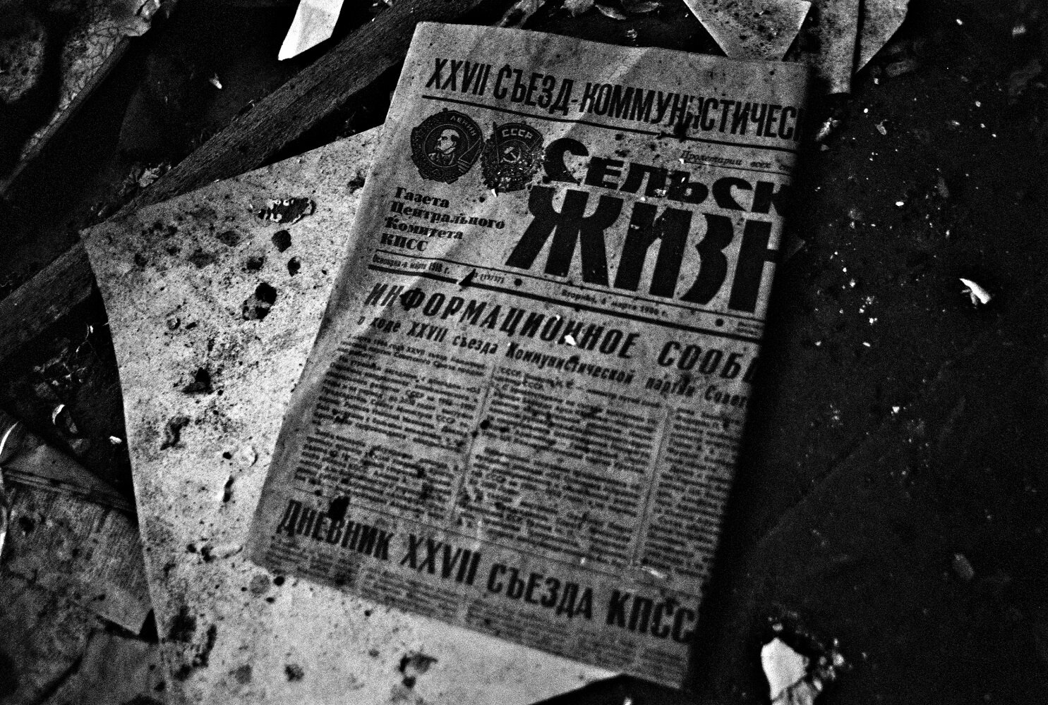Alice Miceli,  Chernobyl Exclusion Zone ,  March 1986 Newspaper,  Belarus, archival inkjet print, 2009. Courtesy of the artist and Galeria Nara Roesler.