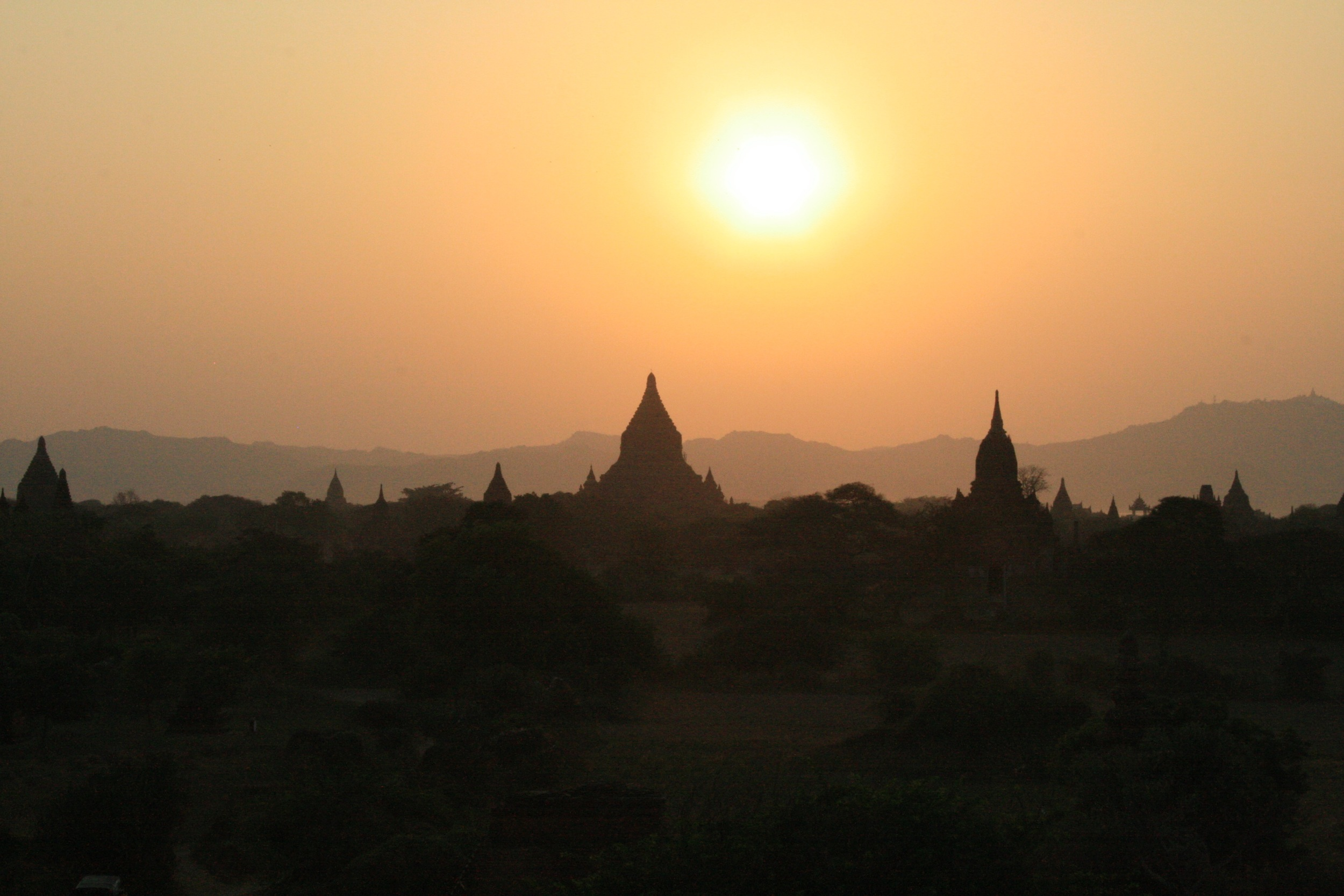 SUNSET FROM THE SHWE SANDAW PAGODA IN BAGAN