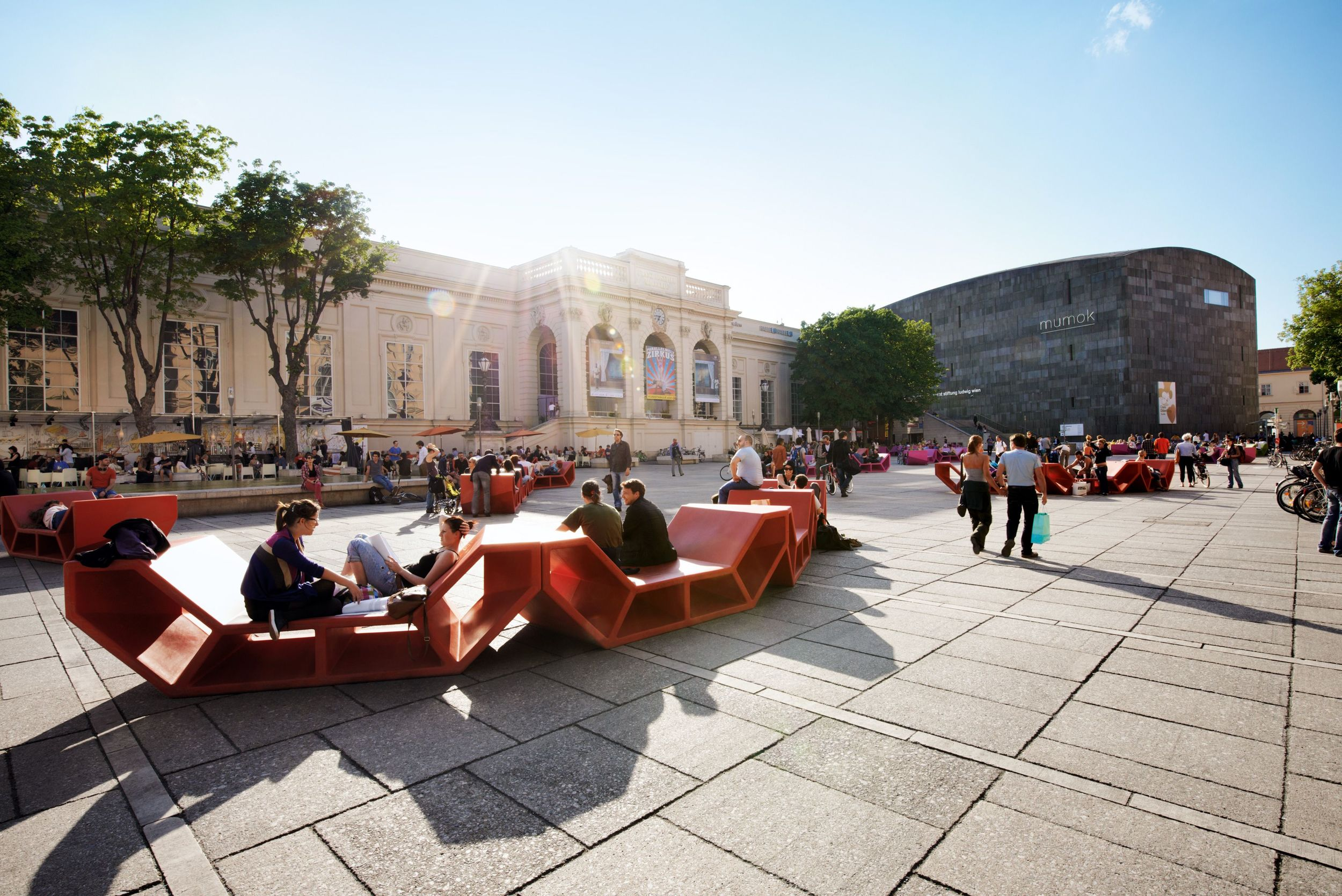 PEOPLE ENJOYING A SUN0FILLED AFTERNOON AT MUSEUMSQUARTIER (COURTESY OF MQW.AT)