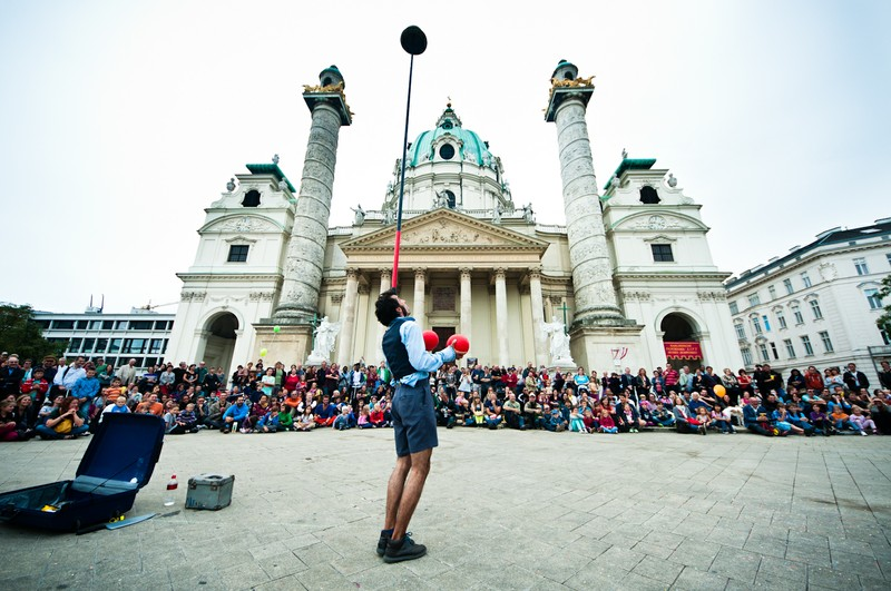 BUSKERS FESTIVAL IN KARLSPLATZ (COURTESY OF WIEN.INFO)