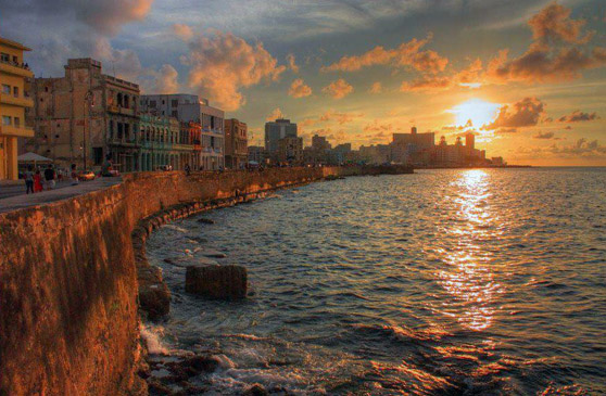 THE SUN SETS FROM EL MALECON (PHOTO COURTESY OF: XN-HAVANAMALECN-BIB.COM)