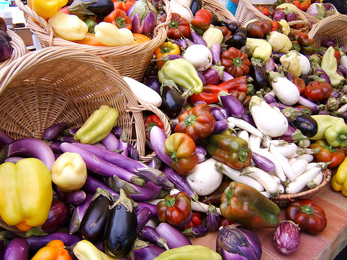 PEPPERS AND EGGPLANT AT THE SB FARMERS MARKT (PHOTO COURTESY OF GUTFUD.COM)
