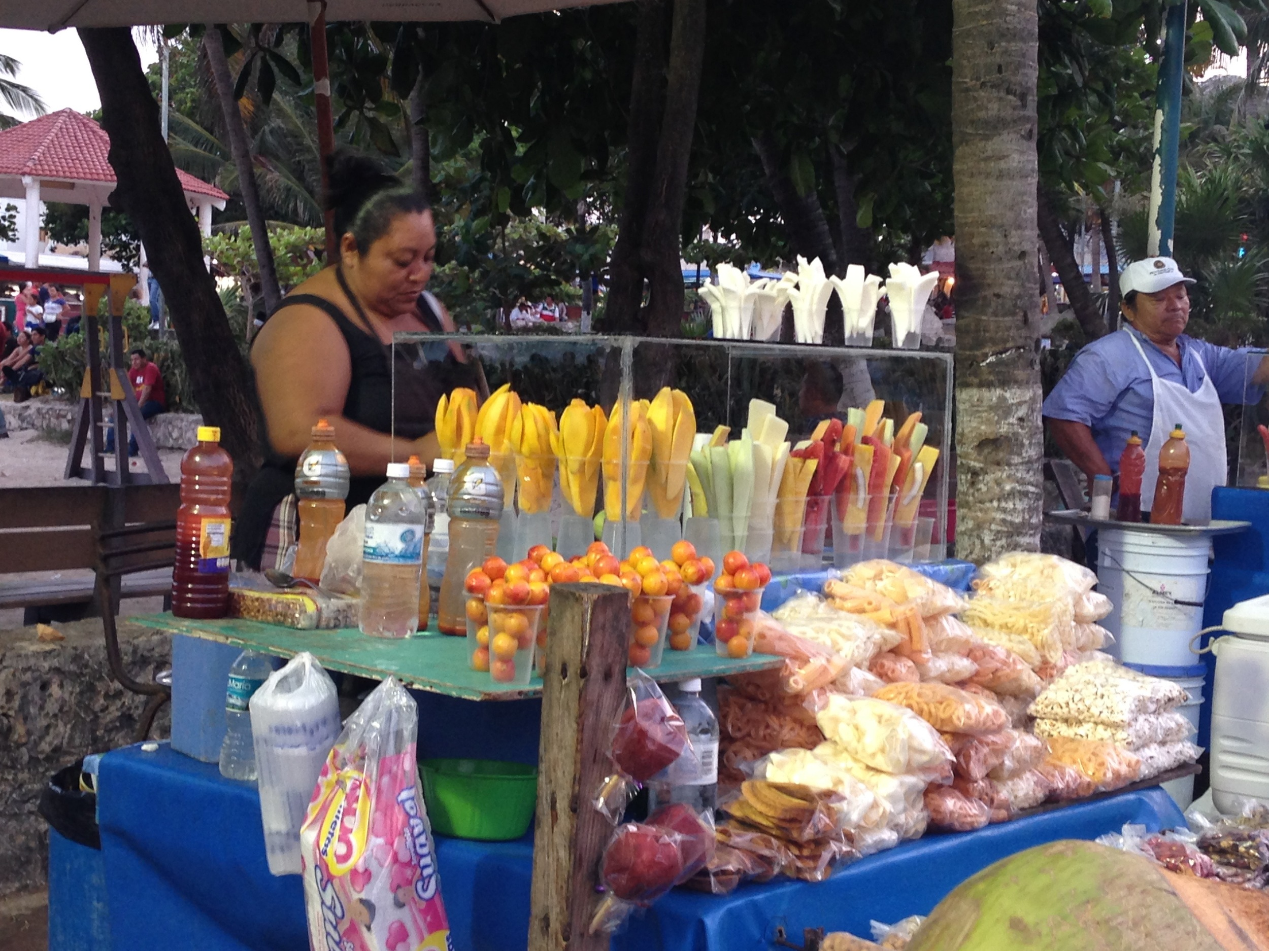 FRESH FRUIT VENDORS NEAR 5TH AVENUE ON THE BEACH