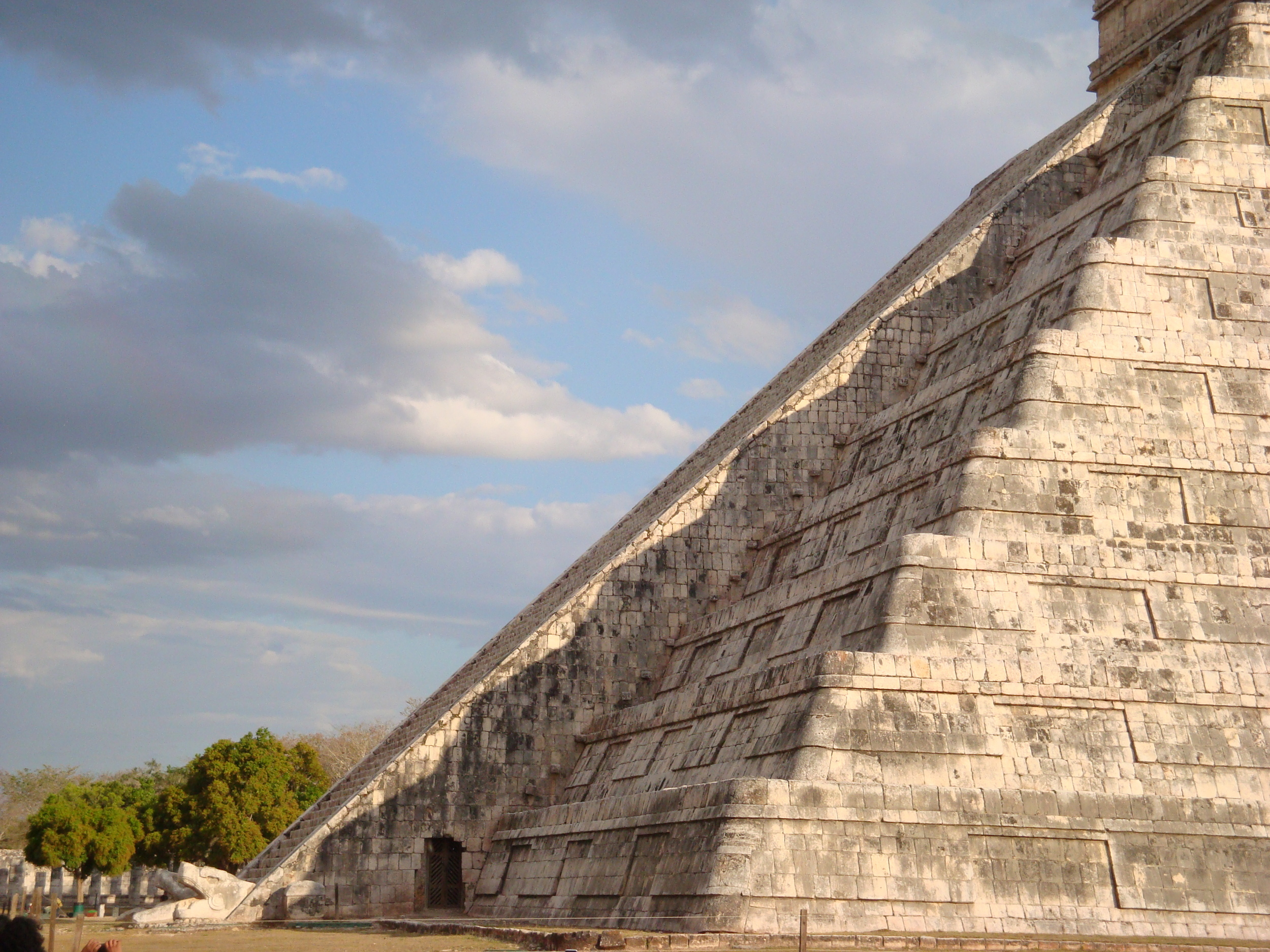THE MAYAN EQUINOX IN CHICHEN ITZA (PHOTO COURTESY OF WIKIDPEDIA.ORG)