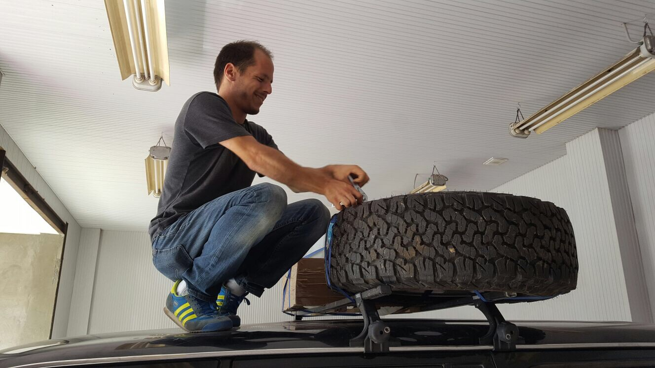 Mike tightening the tyre before we left.