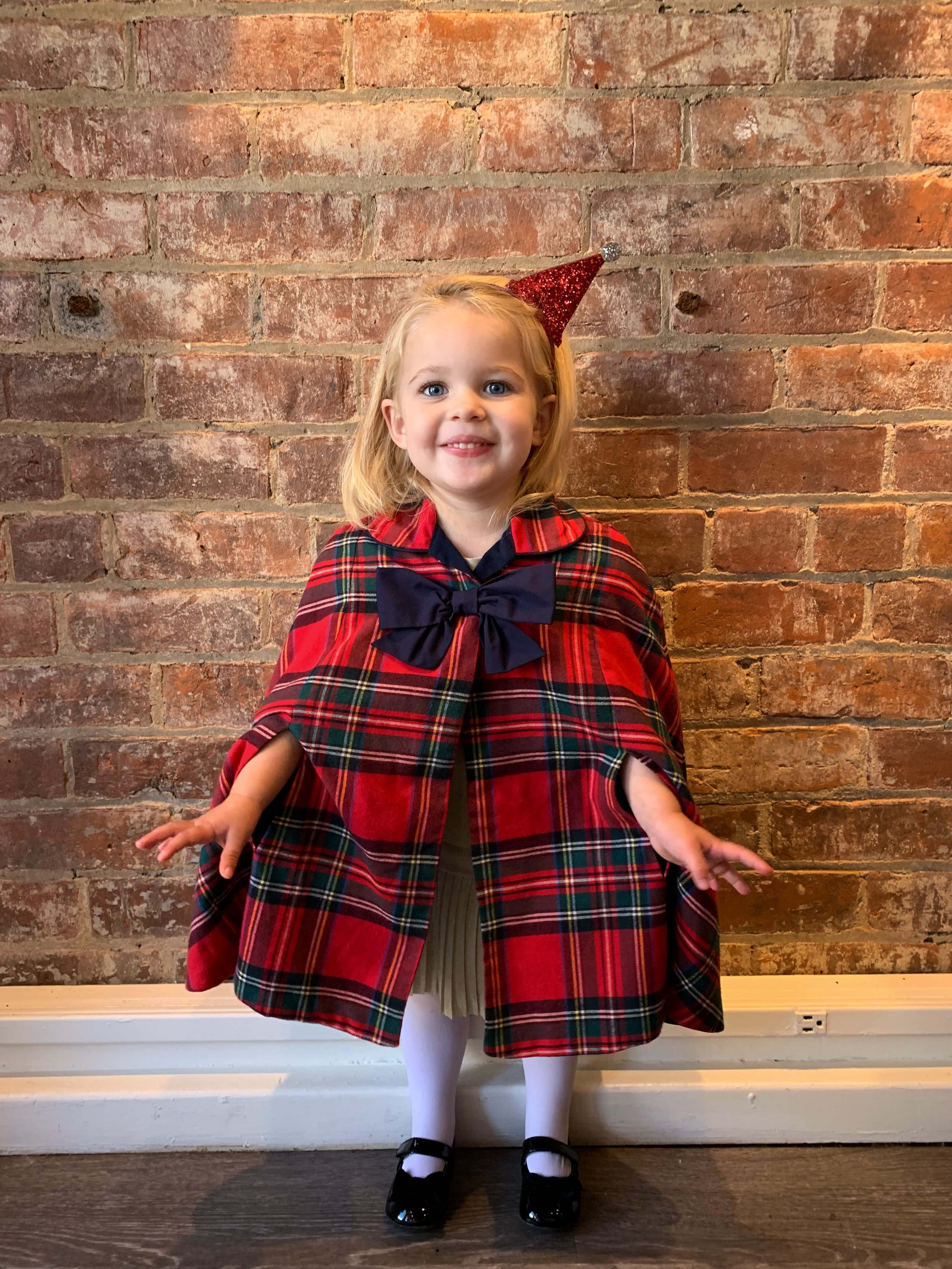 Anything plaid during the holidays has me completely SOLD! I can't even handle Ev in this little plaid poncho.