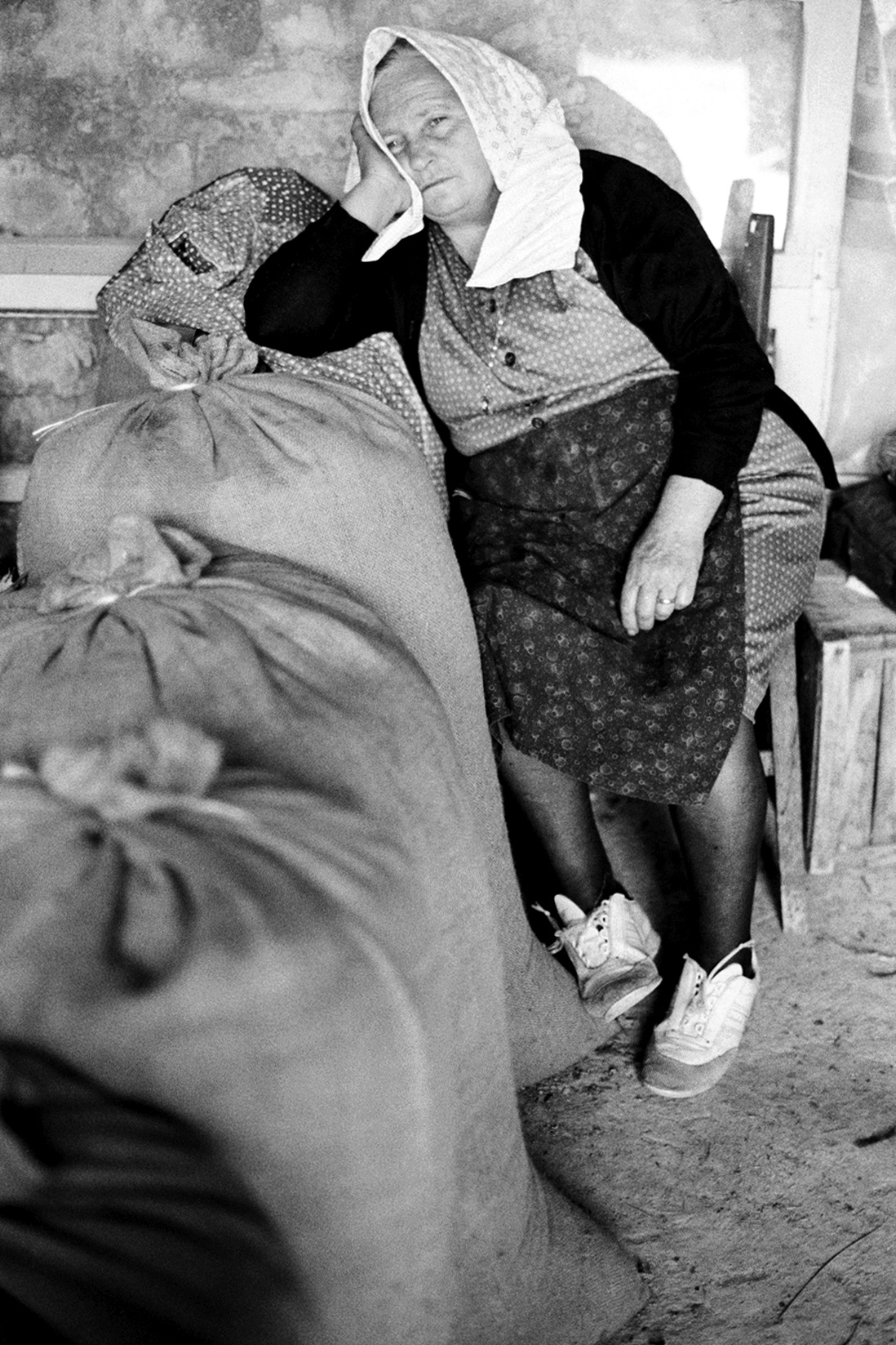 italy_old_woman.jpg