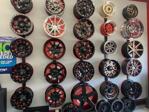 difference between car wheels and car rims.