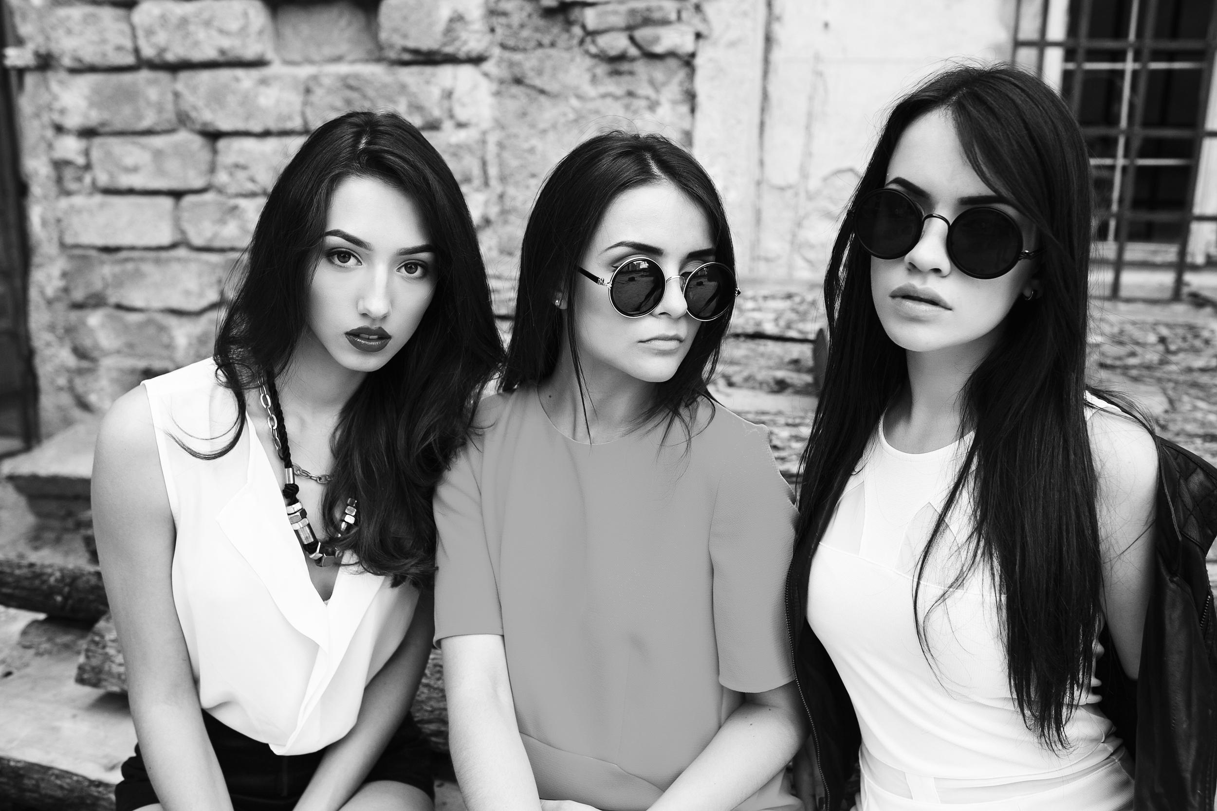 Alessia Gia and Chiara Black and White.jpg