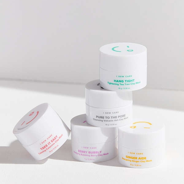 UO I Dew Care Mini Magic Clay Mask 5-Pack - Perfect for seniors to prepare for big events like homecoming, prom and of course senior pictures! I know I don't have funds to get a facial often so this is a perfect alternative.
