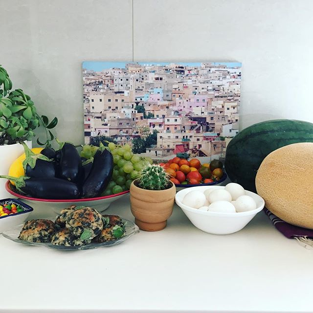 After a successful farmers market haul this is the current situation in my kitchen. Skittles are my reward for making it through a big project at work. Now it's done and Im not working literally around the clock I can get back to my #ruglove ! #sheepskins are coming! . . This weekend I got this great print of the Amman skyline from @humansofamman. I'm not sure where to put it yet but as soon as I saw it I knew I needed it as a reminder of the little grey and pink and blueish boxes that sprinkle the seven hills. #ammanlove . . . . #HerfaHOME #farmersmarket #organic #farmfresheggs #skittles #vintagehomewares #howwedwell #mycuratedaestetic #myhomevibe #ilovemyinterior #mydomain #bohemianhomes #ihavethisthingwithtextiles #mycurrentdesignsituation #myhomevibe #middleeaststyle #middleeasteveryday #handmadegoods