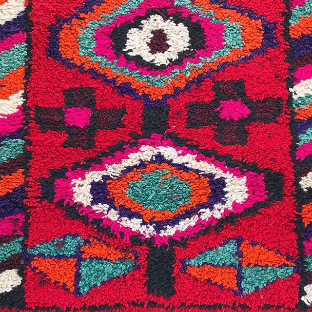 Check out the eyes on this gal! Stunning.  #ruglove 😍 . . . . . . @herfahome #HerfaHOME @herfaheritage #vintagehomedecor #antiquerug #vintagerug #modernbohemianstyle #myhomevibes #bohemianstyles #bohemianhomes #ihavethisthingwithtextiles #middleeaststyle #handmade #myboldhues #getthegloballook #middleeastern #vintageshops