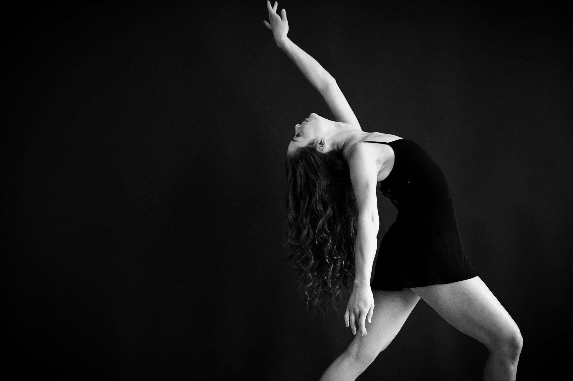 nEO_IMG_Marissa Dance-25-BW.jpg
