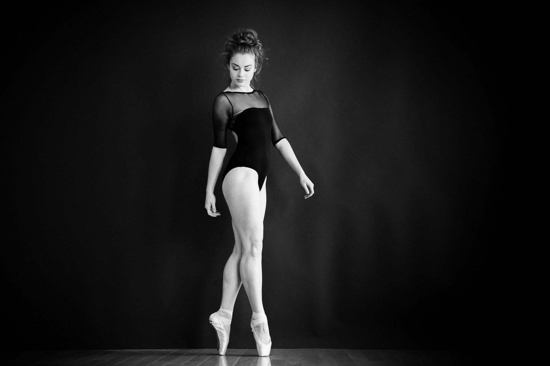 nEO_IMG_Marissa Dance-26-BW.jpg