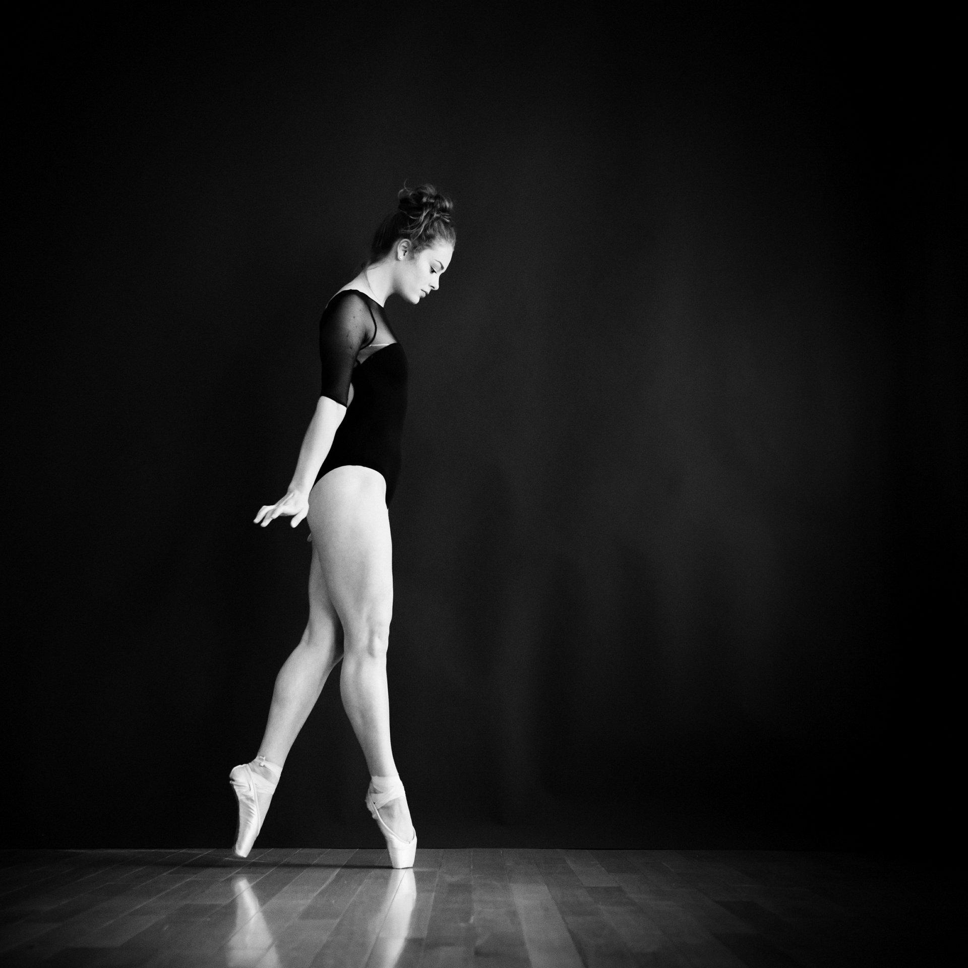 nEO_IMG_Marissa Dance-28-BW.jpg