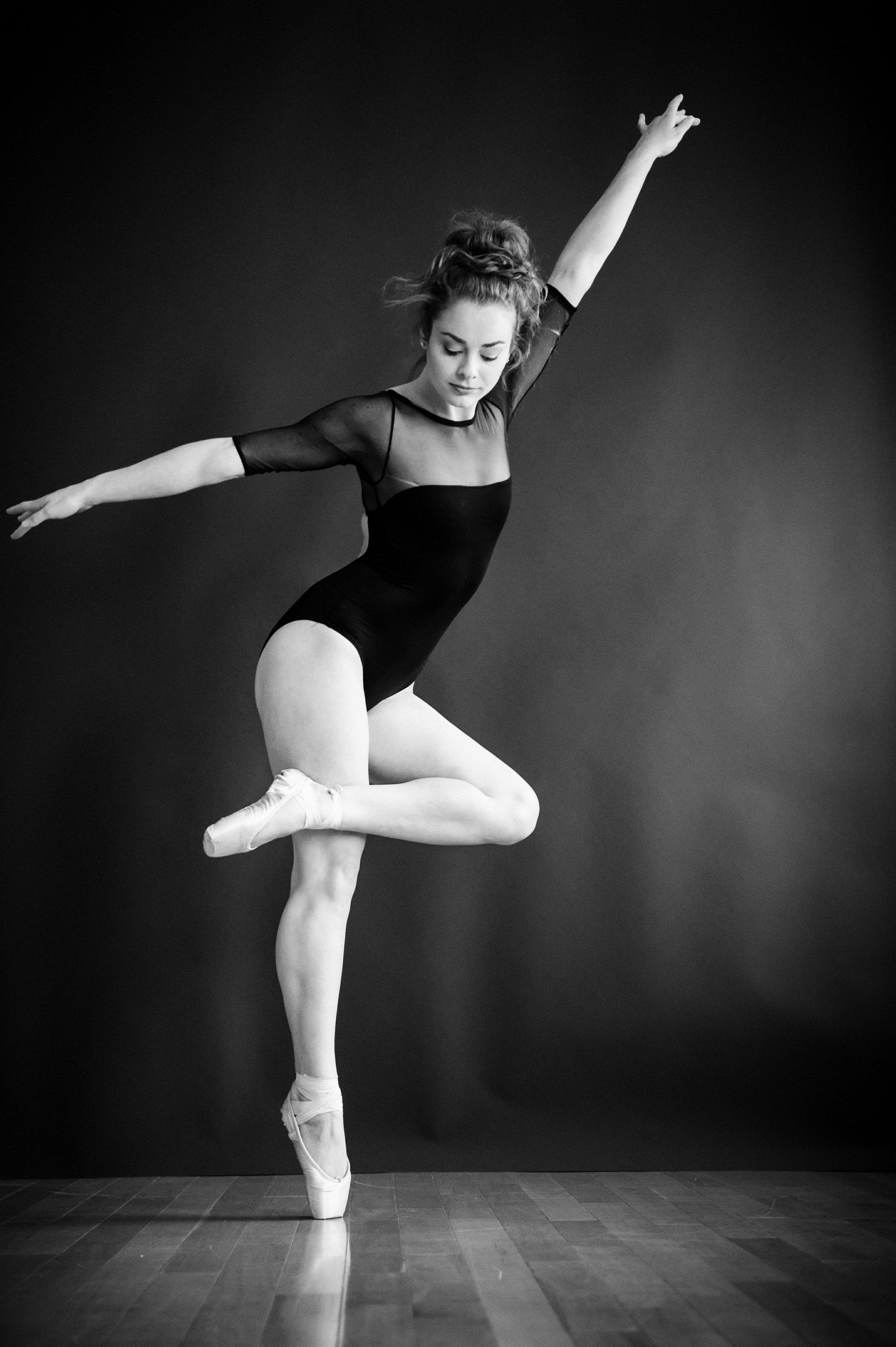 nEO_IMG_Marissa Dance-46-BW.jpg