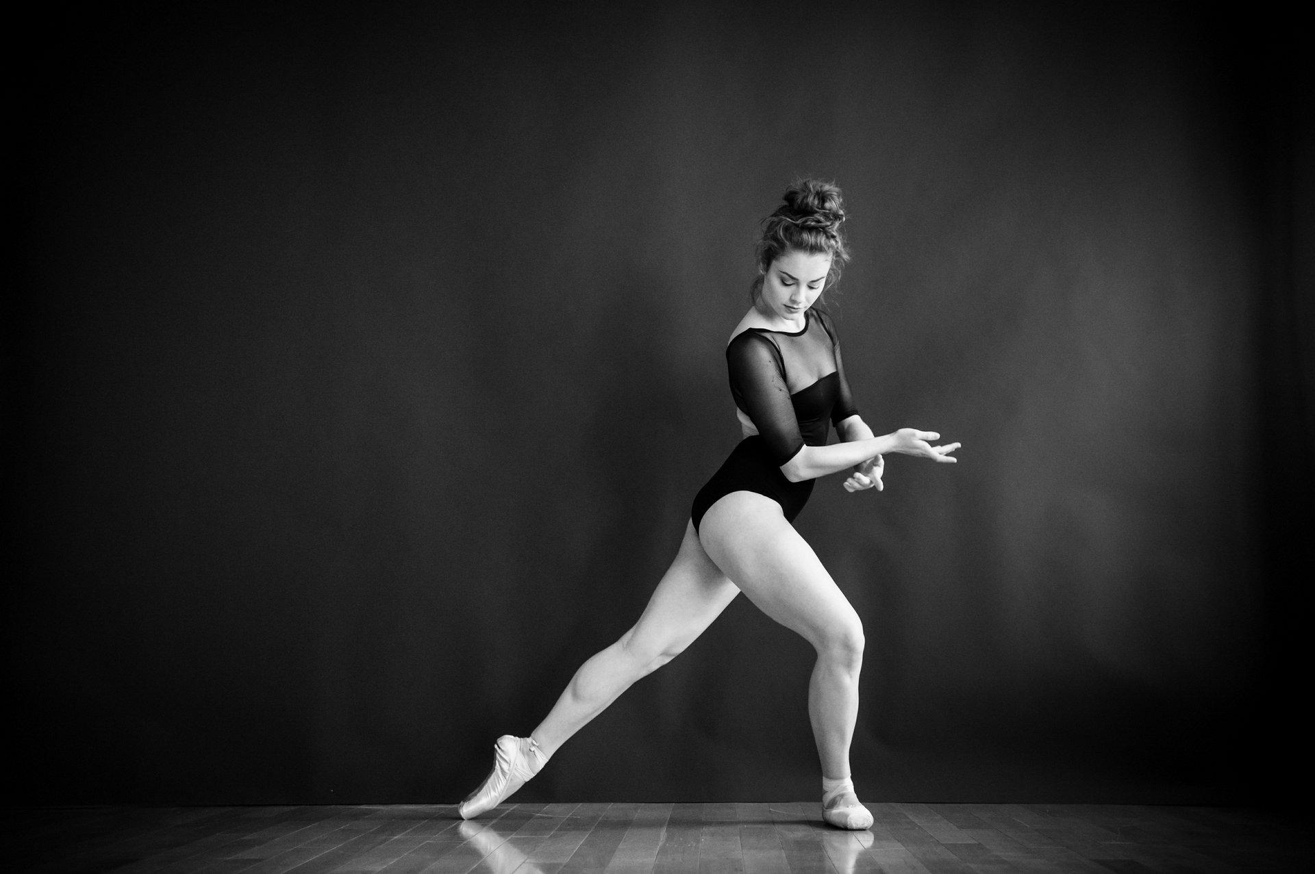 nEO_IMG_Marissa Dance-51-BW.jpg
