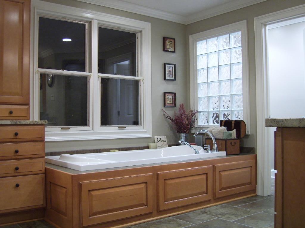 bathtub-reno-rc-carpentry.jpg