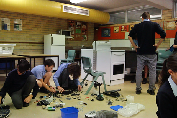 dLab_Residency1_Coonabarabran_May2016_RubeGoldbergMachine_small_1.png