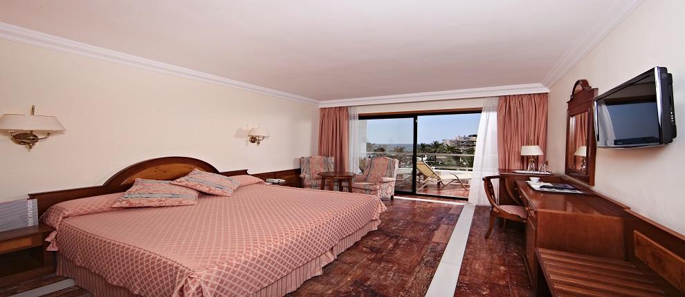 Schlafzimmer, Serrano Palace.