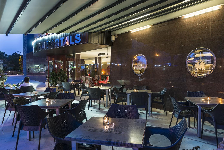 Aussen-Bar, Marina Portals