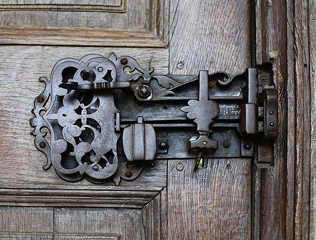 Barrington-Court-door-lock-somerset-architecture