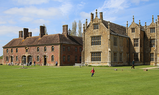 Barrington-Court-ham-stone-brick-somerset-architecture