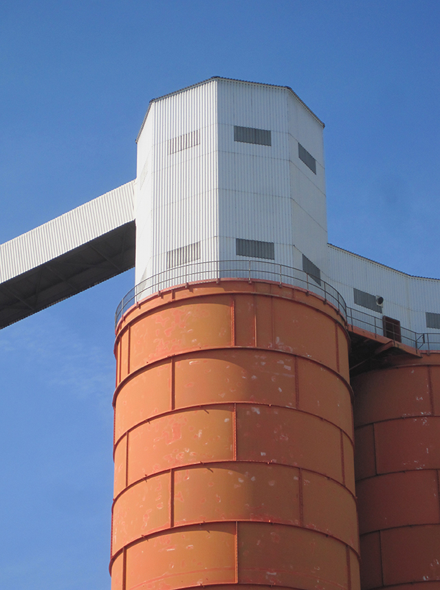 Avonmouth-grain-silo-docks-steel-tower
