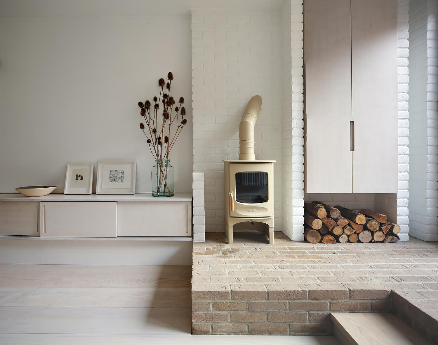 Bruton-Narrow-House-Somerset-Prewett-Bizley-Architects-Stove-Ash