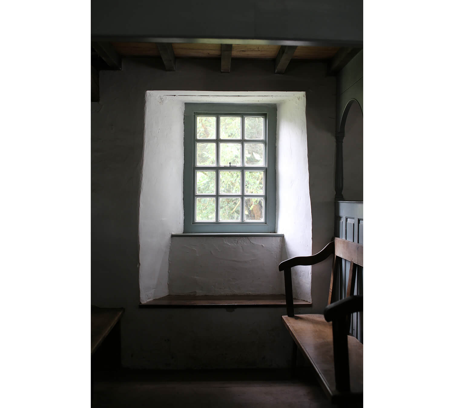 Pen-rhiw-Chapel-St Fagans-window-seat-Welsh-Vernacular
