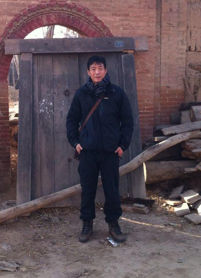 FAN JIE beim Möbelkauf in der Provinz Shandong